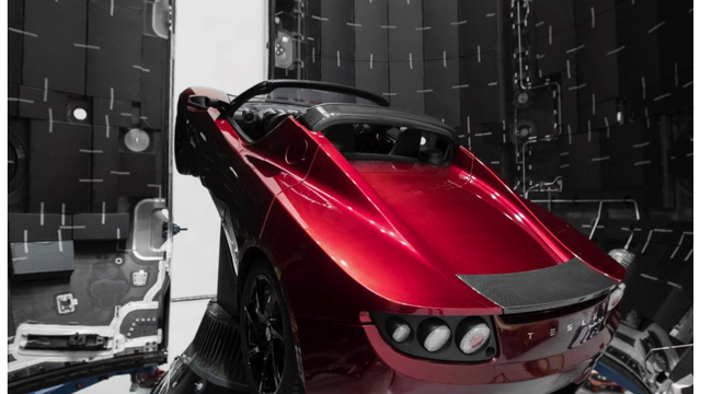 Tourists Take Pictures Of Elon Musks' Roadster Inside SpaceX Rocket